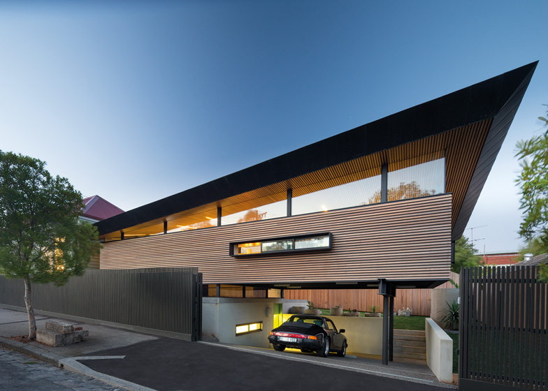 exterior-Mullet-House-by-March-Studio